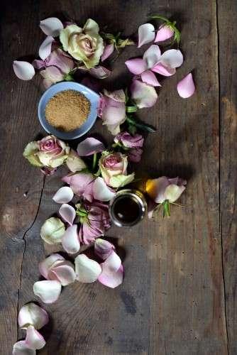 Rosenpeeling DIY Rosen rosa lila violett brauner Zucker__