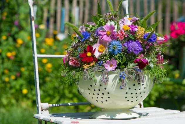 Farbenfrohes Blumengesteck